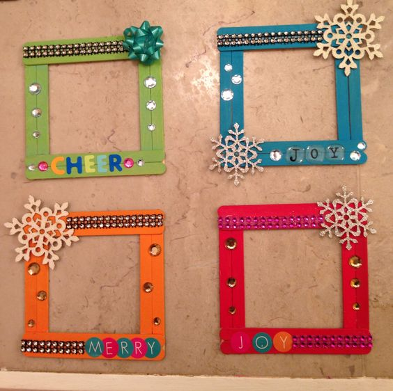 Easy Xmas Popsicle Stick Frames.