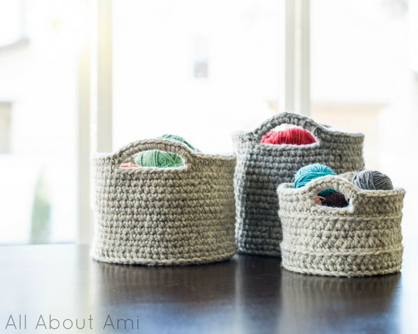 Chunky Crocheted Baskets. Beginner's crochet project. Make gorgeous chunky crocheted baskets for storage and organization.
