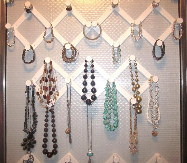 Accordion Hooks for Jewelry Organizing.
