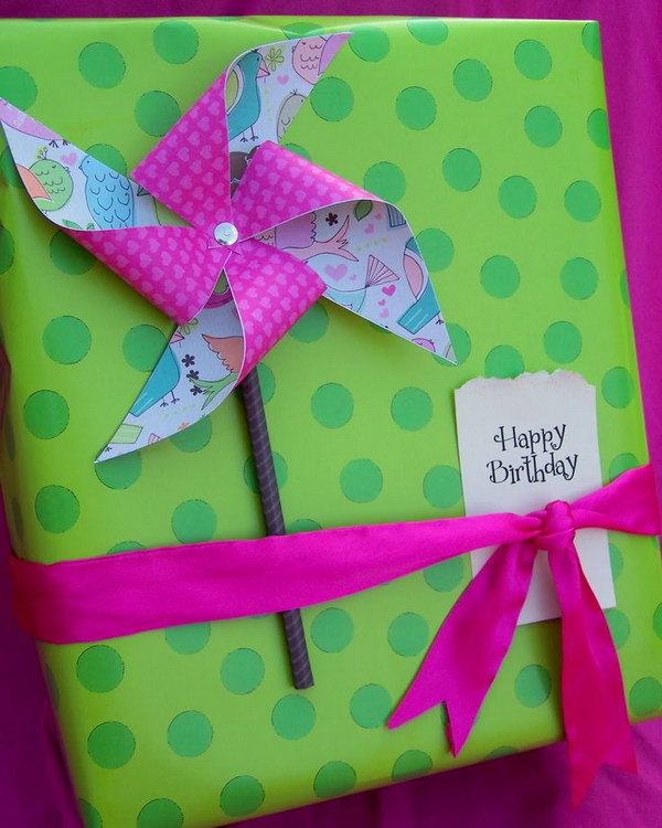 DIY Pinwheel Gift Wrap.