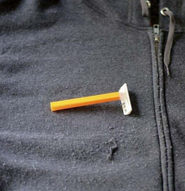 Use razor to shave pills When winter comes, you need to use a razor to shave the pills off your clothes and make it look new again.