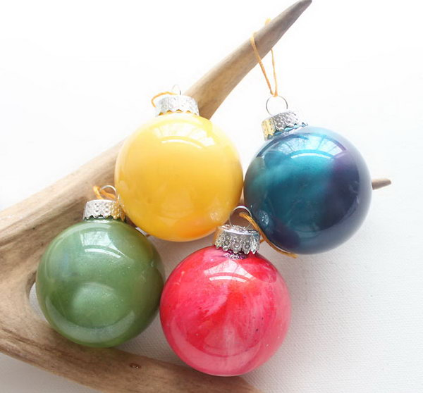 DIY Decorative Anthropologie Marbled Glass Ornaments with Nail Polish.