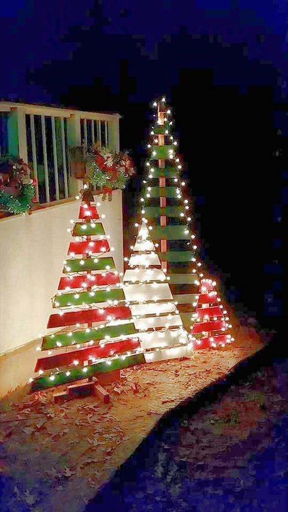 DIY Outdoor Pallet Christmas Trees.