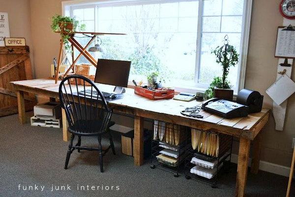 DIY Pallet Farm Table.  See the tutorial