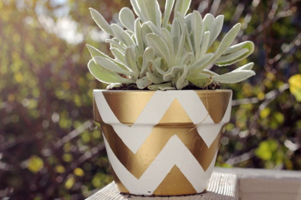 DIY Chevron Pots. Get the steps