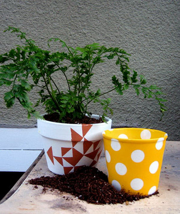 Stenciled Flower Pots. Get the tutorial