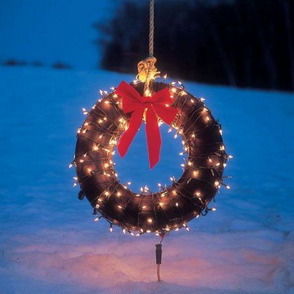 Outdoor Holiday Wreath from a Tire.