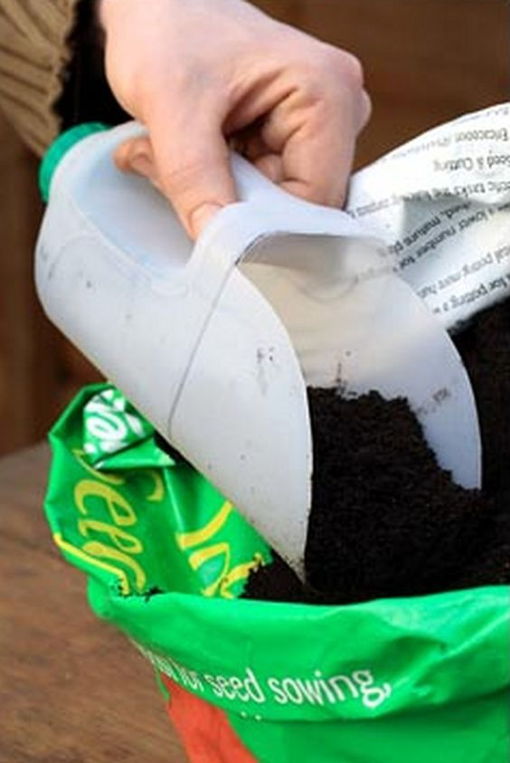 DIY Plastic Bottle Shovel.